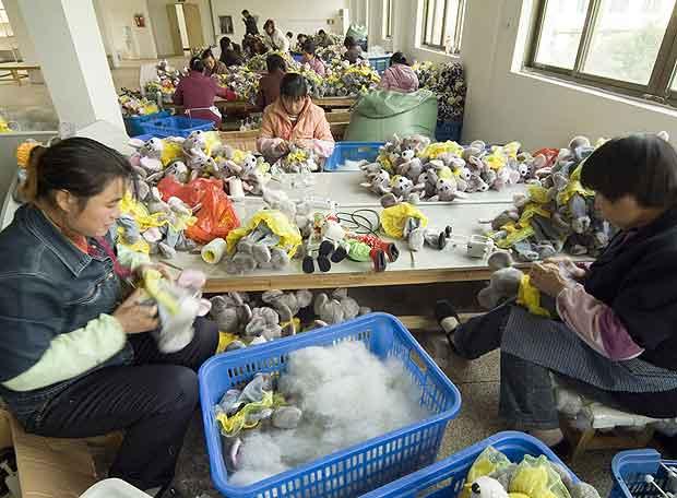 mujeres_trabajando_fabrica_juguetes_china