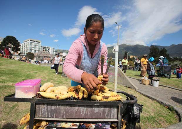 quito-marcha-mujeres-trabajadoras-parque_arbolito_ECMIMA20120309_0047_4