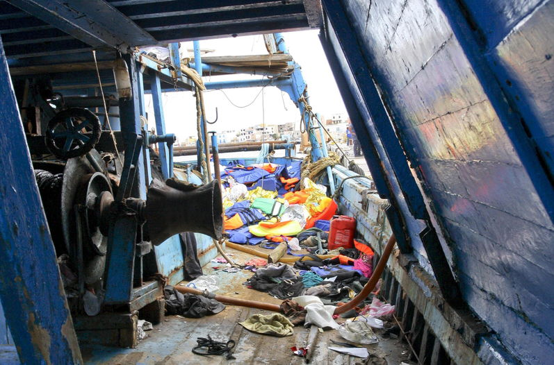 Naufragio-italiana-Lampedusa-inmigrantes-muertos_LNCIMA20131003_0094_5