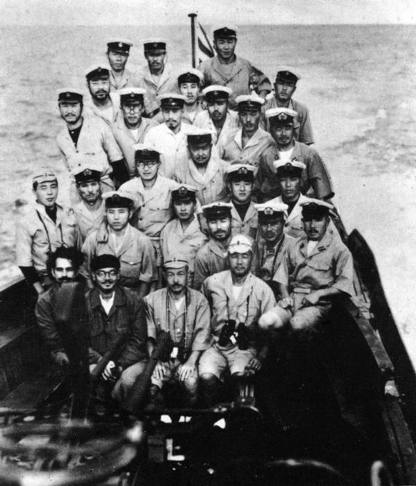 600px-19430428_japanese_submarine_crew_i-29.png