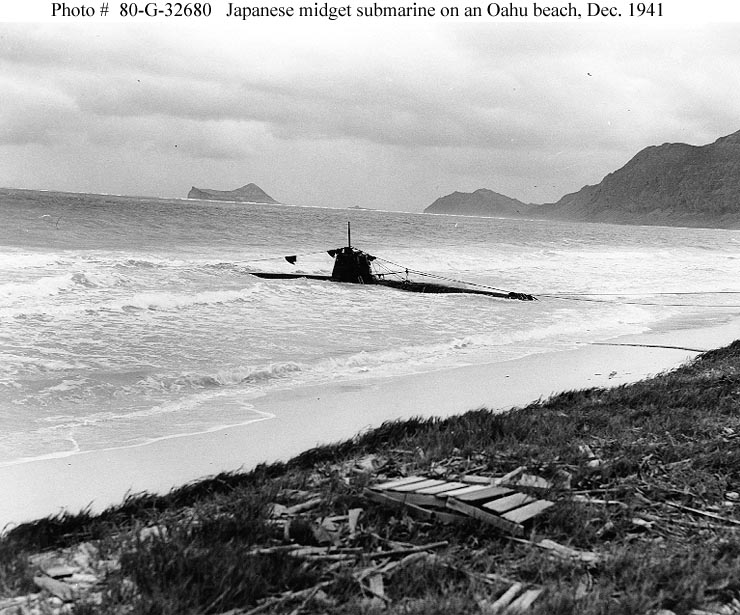 archive-usn-photos-showing-a-japanese-midget-submarine-beached-at-oahu-hawaii-dec-1941-01