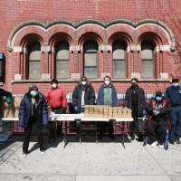 Los comedores populares de Nueva York ahora sirven a estudiantes graduados, actores y músicos.