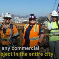 Carpintería femenina en construcción de puentes en USA